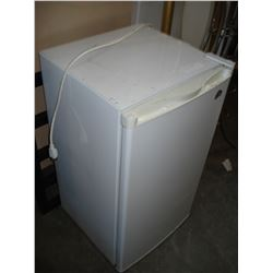 WHITE IGLOO BAR FRIDGE