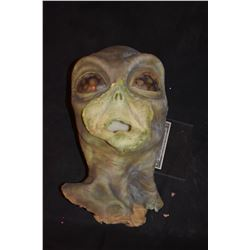 STAR TREK BACKGROUND ALIEN MASK WITH SCREEN USED APPLIANCE