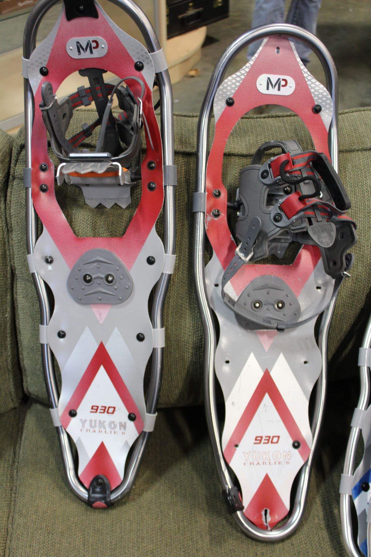 25 or 30 inch snowshoes