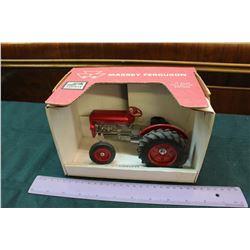 Massey Ferguson Die Cast Tractor Model- 1:16 Scale