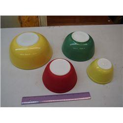 Pyrex Bowls (4)
