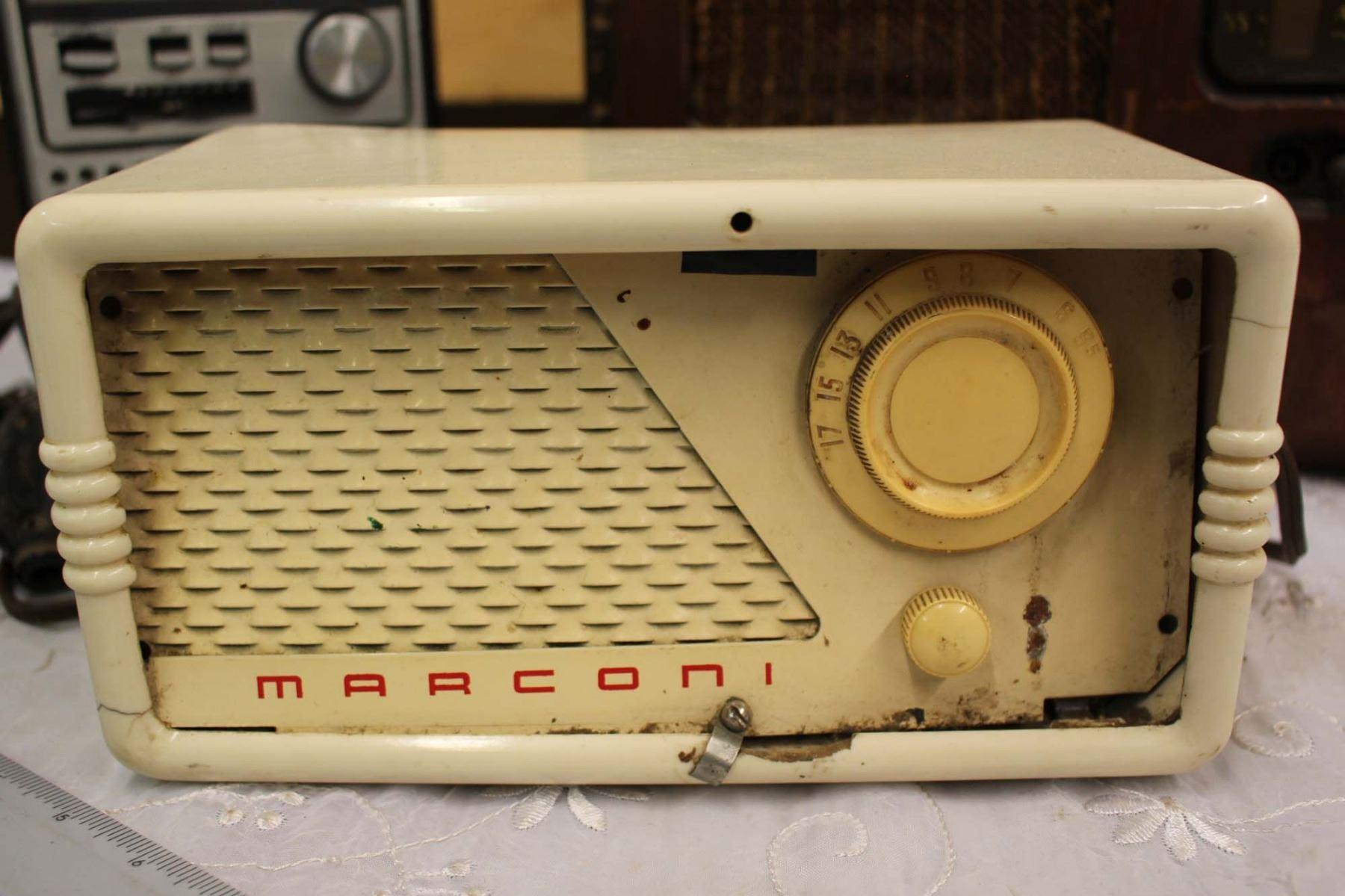 ... Image 2 : Radio Battery Eliminator (Untested) and Lot of Vintage Radios  (Arcadia ...