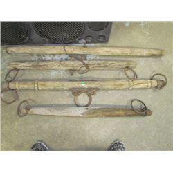 4 Wooden eveners