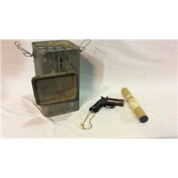 US Military 1942 Flare Gun with Case and Flares