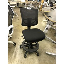 BLACK MESH BACK PROGRAMMERS CHAIR