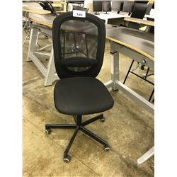 BLACK MESH BACK PROGRAMMERS CHAIR, NO ARMS