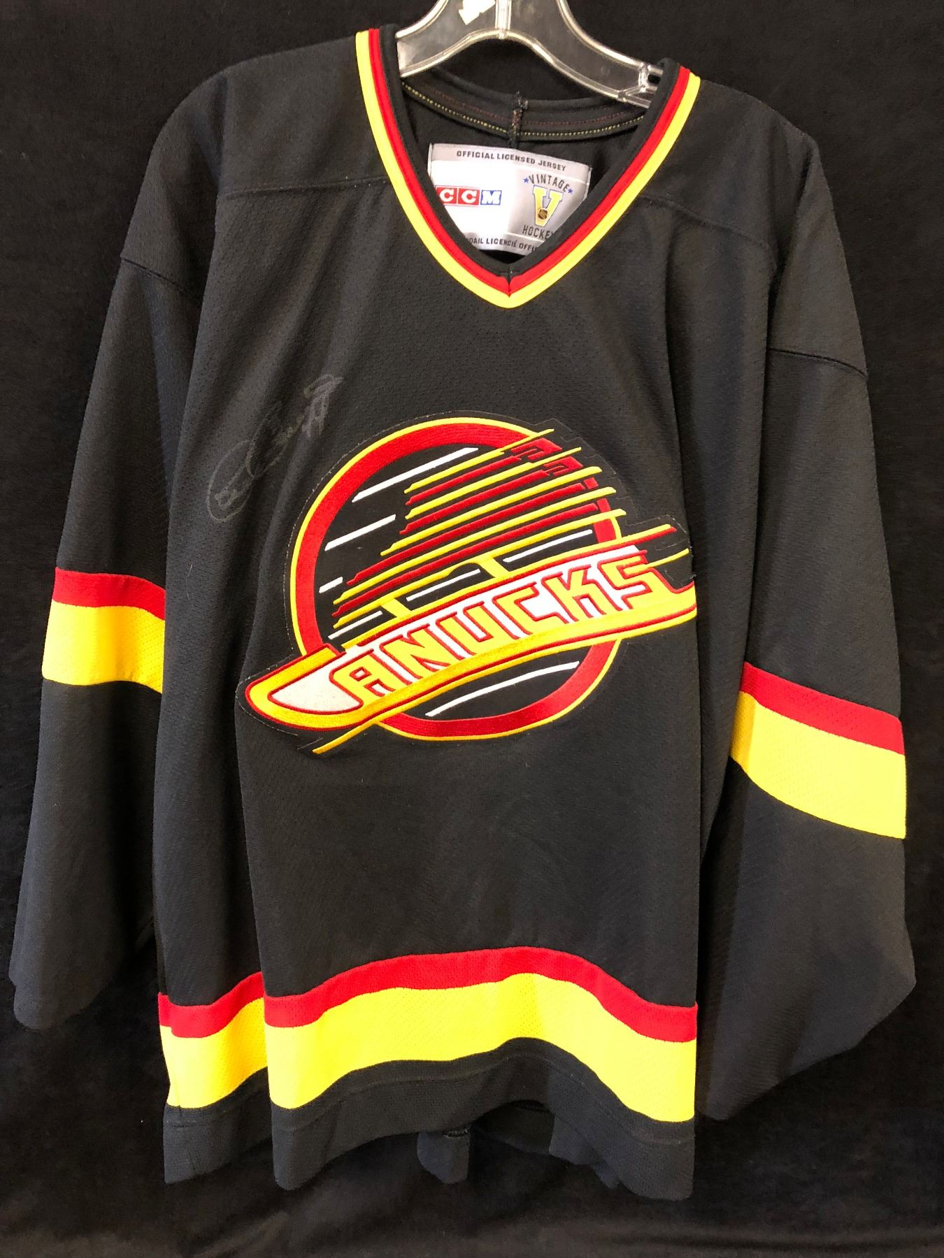 brand new 088fc be1ee VANCOUVER CANUCKS RETRO JERSEY SIGNED BY DAVE BABYCH