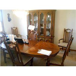 9 pc Vintage Dining Room Set LIKE NEW