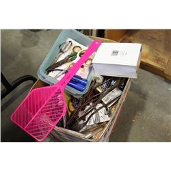 BOX OF HOUSEHOLD ACCESSORIES