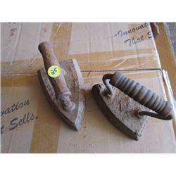 2 Irons – Cast handle