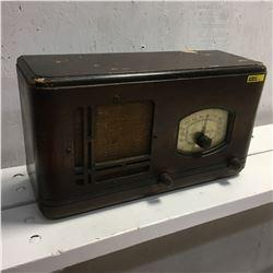 General Electric Table Top Wood Box Radio
