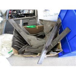 Box of Heavy Duty Shelf Bracket