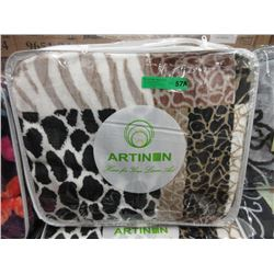 New Queen Size Beige Animal Stripe Sherpa Blanket