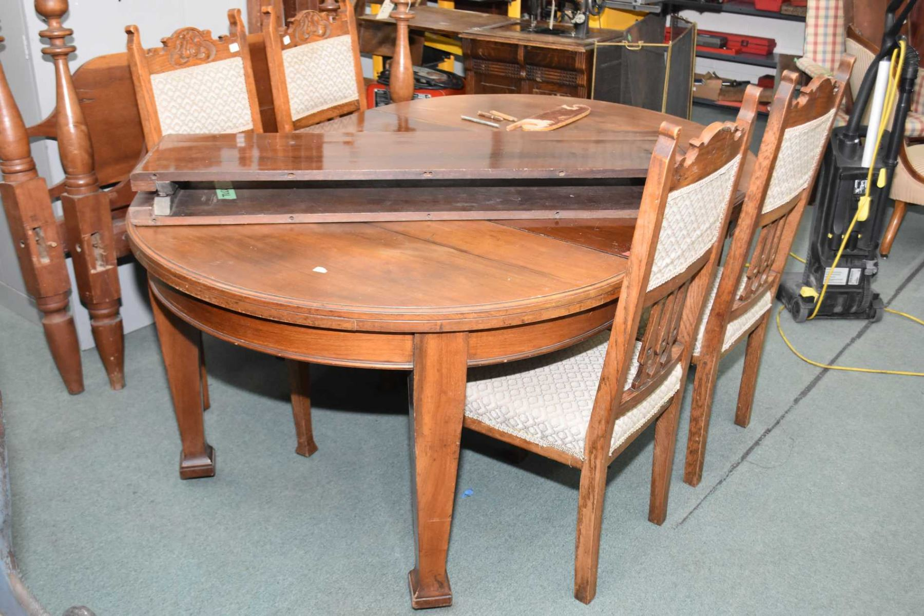 Antique 48 Round Dining Table With Three Insert Leaves And Set Of Four Complimenting Dining Chairs