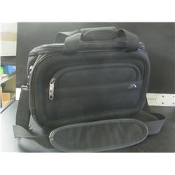 Samsonite Carry bag / front and back zippered pockets plus the main