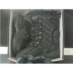 New Snowtech Winter boots size 9 with bonus ear muffs / Black