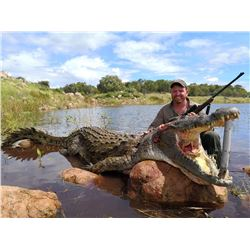 MASHAMBANZOU: 7-Day Crocodile Hunt for One Hunter and One Non-Hunter in Mozambique - Includes Trophy