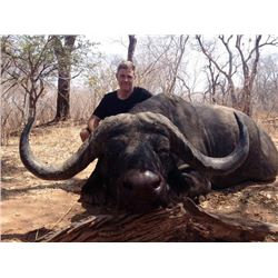 10-day Mozambique Cape Buffalo Hunt for One Hunter and One Observer