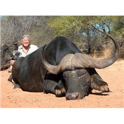 CHATTARONGA SAFARIS 7-Day Hunt for Cape Buffalo and Sable for 1 Hunter in South Africa