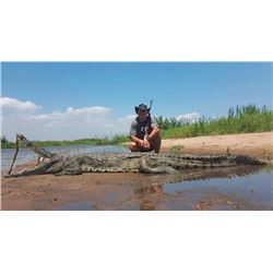 MASHAMBANZOU SAFARIS 7-Day Crocodile Hunt for 1 Hunter and 1 Observer on the Zambezi River