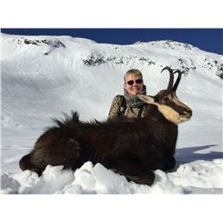 5 - DAY NEW ZEALAND HUNT FOR 2 HUNTERS INCLUDING THE TROPHY FEES FOR 1 TAHR AND 1 CHAMOIS AND A $500