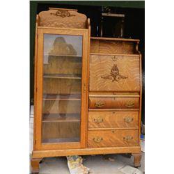 Oak secretary china cabinet, beautiful piece