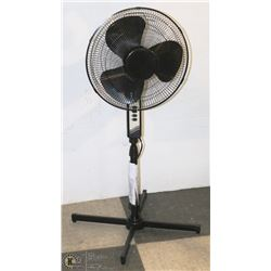 """NEW MAINSTAYS 16"""" OSCILLATING STAND UP FAN"""