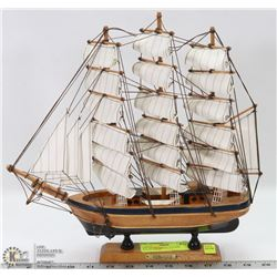 VINTAGE FLYING CLOUD SHIP. COLLECTIBLES