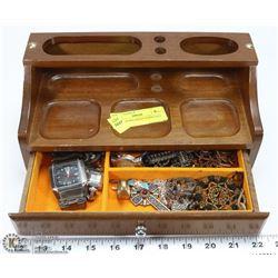 MAN'S BROWN WOOD JEWELRY BOX W/1