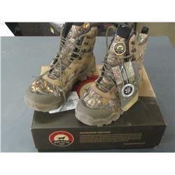 Red Wing Shoes Mens Hunt Vaprtrek size 9 waterproof / msrp= 169.00