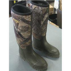 Red Head 100% waterproof boots / boys size 4