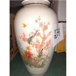 Beautiful Asian Vintage Vase Glass / Applied Design