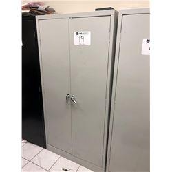 Metal cabinet, (5) shelf