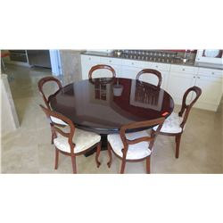 Round Dining Room Table w/6 Wooden Chairs - Oahu Auctions