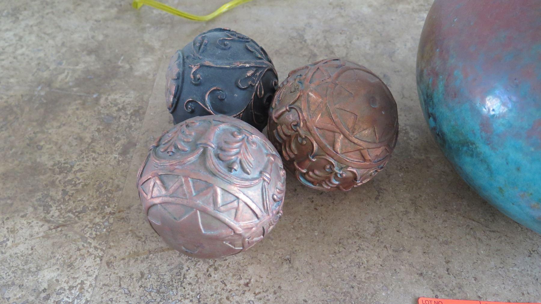 Glazed Ceramic Round Vase Approx 8 X 8 3 Decorative Balls