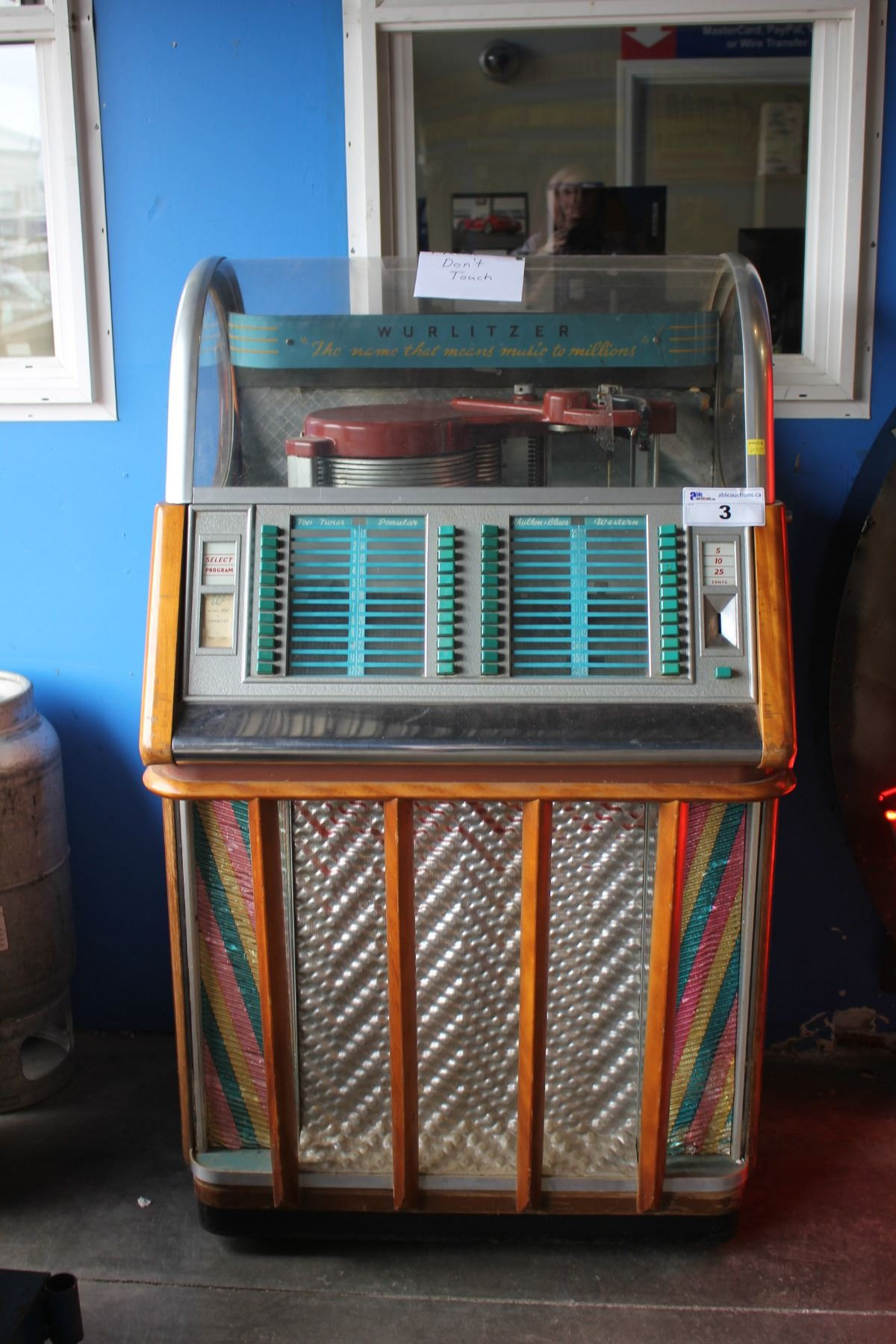 WURLITZER JUKEBOX MODEL 1650, CIRCA 1960S