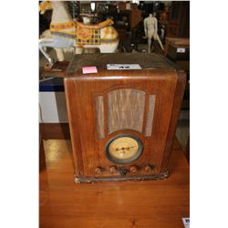 ANTIQUE GUENTHER'S MONTGOMERY WARD AIRLINE TABLETOP RADIO, NO. 3723