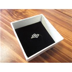 LADIES 10K WHITE GOLD & DIAMOND HEART SHAPED RING