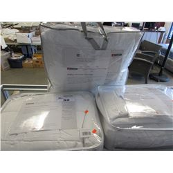 2 FULLS/TWIN OUTLAST TEMPERATURE REGULATING BLANKETS