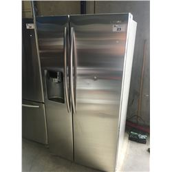 SAMSUNG STAINLESS STEEL FRENCH DOOR REFRIGERATOR WITH ICE AND WATER