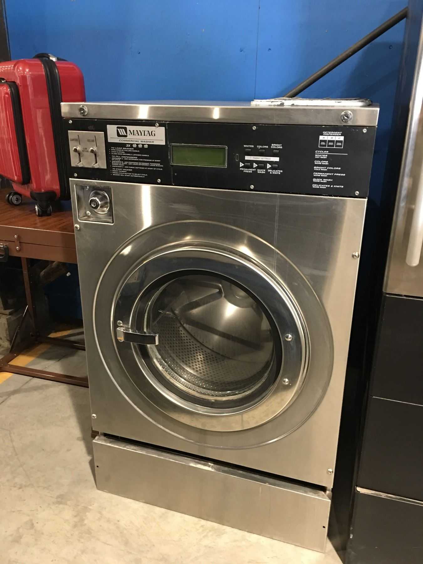 MAYTAG COMMERCIAL STAINLESS STEEL COIN OPERATED WASHER (HAS