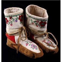 Ojibwe High Top Floral Stitched Moccasins