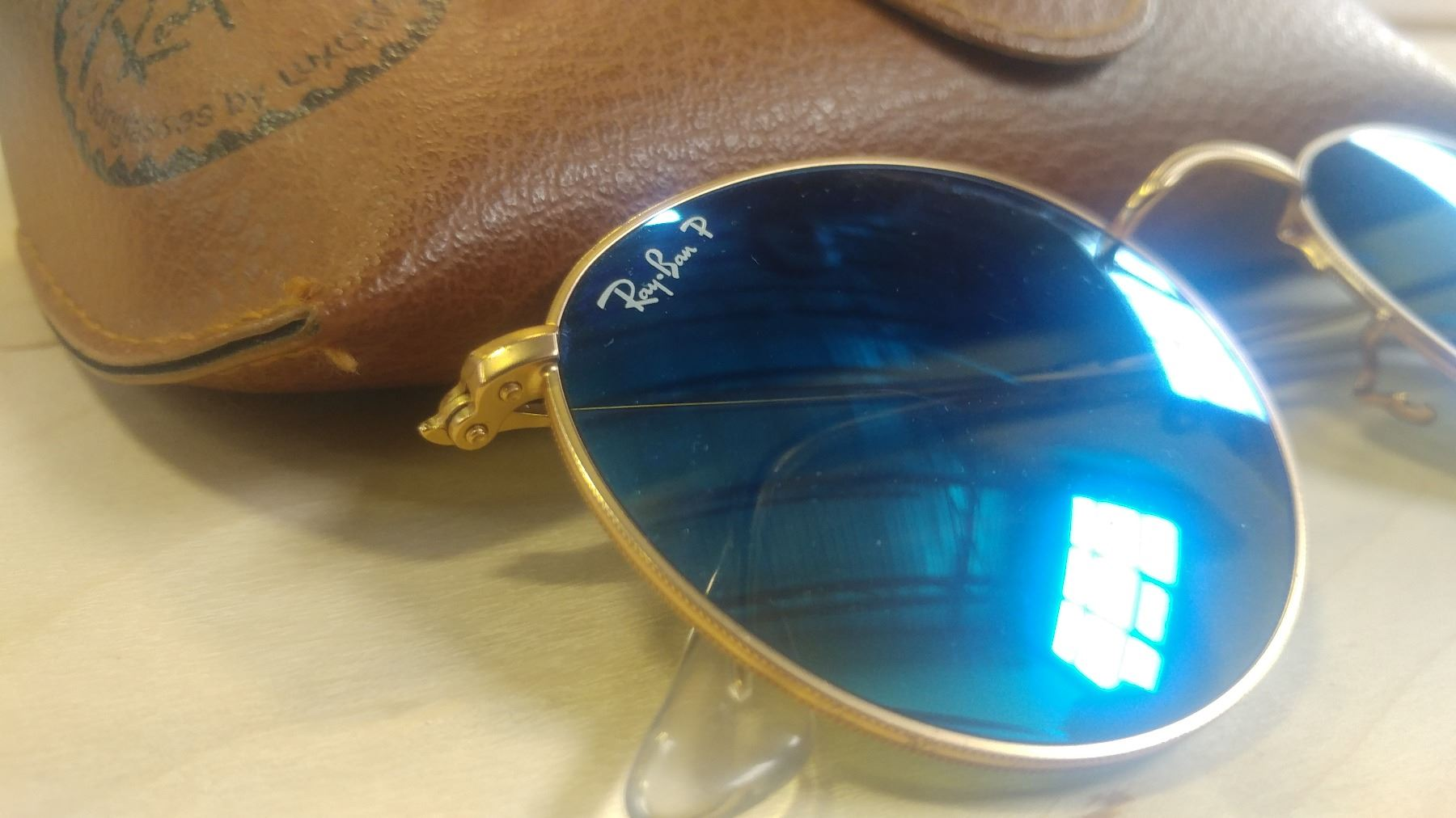9e1ee873cd ... Image 2   AS NEW RAY BAN ROUND METAL GOLD FRAME WITH BLUE FLASH  POLARIZED LENSE