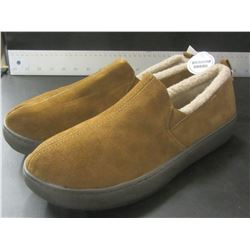 New Mens Genuine suede Mossimo slippers / Non marking sole / Size 9