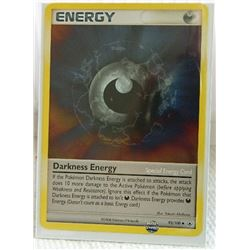POKEMON COLLECTOR CARD IN PROTECTIVE SLEEVE - ENERGY - DARKNESS - UNCOMMON - 93/100