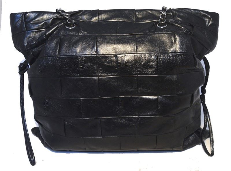 9a8f56e8578b9b ... Image 3 : Chanel Black Leather Square Quilted Shoulder Bag Tote ...