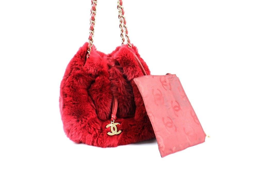 0ffdca00a1 ... Image 4 : Chanel LIMITED EDITION Red RABBIT FUR CHAIN SHOULDER BAG ...