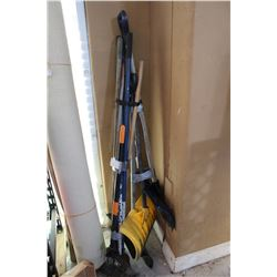 BUNDLE OF SNOW SHOVELS AND GARDEN TOOLS