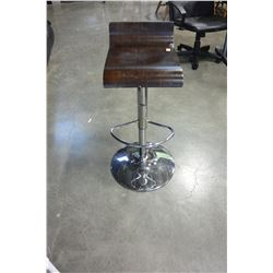 BROWN AND CHROME GAS LIFT STOOL