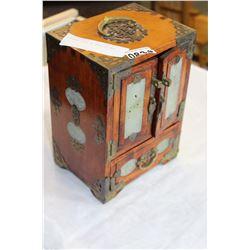 EASTERN JADE IN JEWELLRY BOX